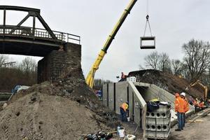 """<div class=""""bildtext"""">Der Einsatz von Fertigteilen erspart dem Bauunternehmer einen aufwändigen Verbau, das Anlegen von Hilfsbrücken und den Einsatz von Ortbeton </div>"""