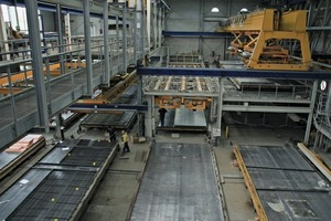 "<div class=""bildtext_en"">An Ebawe circulation system installed in the second production building is mainly used to produce heat-­insulated precast ­elements for housing construction on pallets of 16 x 4 m in size</div>"