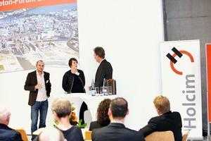 """<div class=""""bildtext"""">Sieben Referenten aus den Bereichen Stadtentwicklung, Architektur, Wissenschaft und Journalismus gewährten spannende Einblicke in die Thematik """"Beton und Städtebau""""</div>"""