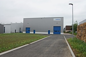 """<div class=""""bildtext_en"""">The new factory building covers an area of about 500m<sup>2</sup></div>"""