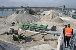"""<div class=""""bildtext_en"""">View over the BWL factory premises in Berglern: A part of thequarry site of aggregates has already been renaturalized as a new lake</div>"""