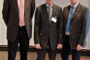 """<div class=""""bildtext"""">Der scheidende langjährige Vorsitzende der Fachvereinigung Gerhard Schulze, eingerahmt von Geschäftsführer Dr.-Ing. Jens Pott (links) und Wolfgang Braun, neuer Vorsitzender </div>"""