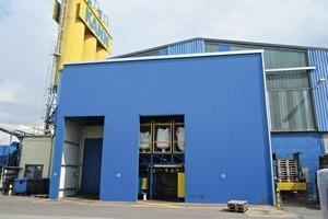 """<div class=""""bildtext"""">In der neu errichteten Fertigungshalle des Kann-Werkes Pulheim bei Köln wurde die komplette umfangreiche Farbdosieranlage aufgebaut und getestet</div>"""