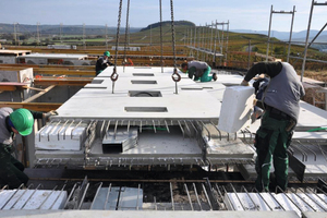 """<div class=""""bildtext_en"""">Following erection of the prefabricated slabs, the piping is connected</div>"""