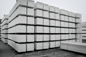 "<div class=""bildtext_en"">AAC panels on the stockyard</div>"