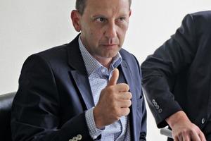 "<div class=""bildtext_en"">Jörg Rasbieler, managing director (middle), Frank Schunack, sales director (left) and Armin Rewitz, marketing director (right) of Rampf Formen</div>"