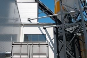 "<span class=""bildunterschrift_hervorgehoben"">Fig. 2a and b</span> Fully weather-proof container or rack-mounted indoor installation.<br />"
