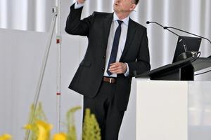 """<div class=""""bildtext"""">IZB-Geschäftsführer Dipl.-Wirt.-Ing. Ulrich Nolting präsentierte den Gästen das neue Corporate Design</div>"""