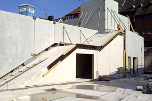 """<div class=""""bildunterschrift_en"""">The thermal walls on this external staircase are customized</div>"""