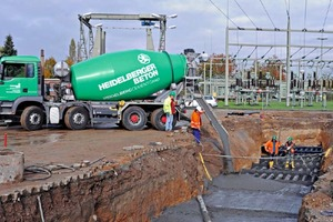 """<div class=""""bildtext_en"""">→ Filling of a high-voltage cable trench with thermally optimized concrete</div>"""