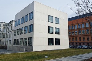 "<div class=""bildtext_en"">Beton Fertigteilbau Erfurt GmbH boasts an impressive array of references, such as ­architectural concrete façade panels for a laboratory building at the University of ­Leipzig produced with Dyckerhoff Weiss …</div>"