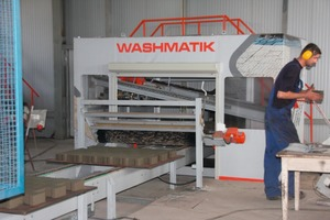 """<span class=""""bildunterschrift_hervorgehoben"""">Fig. 2</span> The wash-out machine is used for product refinement and finishing.<br />"""