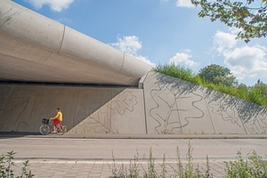 """<div class=""""bildtext_en"""">The abutments of the """"Ecoduct Zwaluwenberg"""" green bridge (Netherlands) were designed in such a way that the cross-section of the bridge passing becomes larger towards the top</div>"""