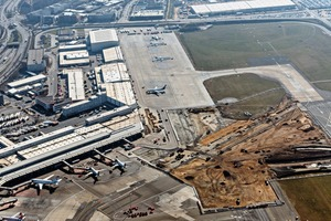 """<div class=""""bildtext_en"""">Between 2016 and 2020, Hamburg Airport is renewing the main apron (apron 1) covering an area of 330,000 m<sup>²</sup> at an amount of about 120 million euros. The storm water sewer system is also completely renewed in the course of this project</div>"""
