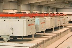 """<span class=""""bildunterschrift_hervorgehoben"""">Abb. 1</span> Gefüllte Formen im Gärbereich: Die niedrige Bauhöhe im Gärbereich verbesserte die Wärmebilanz und führte zu Energieeinsparungen während des Gärprozesses sowie zu Kostensenkungen innerhalb der Bauphase."""