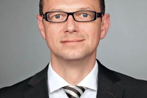 """<div class=""""vitatext""""><strong>Dipl.-Ing. René Tatarin; </strong>IAB – Institut für Angewandte Bauforschung Weimar gGmbH, Weimar</div><div class=""""vitatext""""><script language=""""JavaScript"""">document.write('<a href=""""' + 'mailto:' + 'r.tatarin' + '@' + 'iab-weimar' + '.' + 'de' + '"""">' + 'r.tatarin' + '@' + 'iab-weimar' + '.' + 'de' + '</a>');</script></div><div class=""""vitatext"""">Geboren 1975; 2003 Diplom an der Bauhaus-Universität Weimar im Studiengang Bauingenieurwesen, Studienrichtung Baustoffe und Sanierung; 2003 bis 2013 wissenschaftlicher Mitarbeiter an der Bauhaus-Universität Weimar, F. A. Finger-Institut für Baustoffkunde, Fachbereich Zerstörungsfreie Prüfung/Bauwerksanalyse; seit2014 wissenschaftlicher Mitarbeiter am IAB – Institut für Angewandte Bauforschung Weimar gGmbH, Forschungsbereich Baustoffe, Fachbereich Beton und Mörtel</div>"""