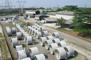 """<div class=""""bildtext_en"""">View to the PT Bonna storage yard in the Indonsian City of Bogor with several finished RCCP pipes </div>"""