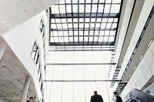 """<div class=""""bildtext"""">Im erst kürzlich fertig gestellten Gebäude der HafenCity Universität fanden sich rund 280 geladene Gäste ein</div>"""