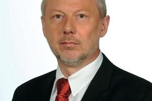"""<p>Author/Autor</p><br /><br /><br /><br /><br /><br /><br /><br /><br /><br /><br />Dr. Peter Weber (1959), Chemiestudium an den Universitäten Kaiserslautern und Gießen, promoviert am Institut für organische Chemie der Justus-Liebig-Universität Gießen. Seit 1997 ist  Dr. Weber bei der Harold Scholz GmbH &amp; Co. KG in Recklinghausen und Partenstein in den Bereichen Verkauf /Anwendungstechnik und Entwicklung tätig, heute Leiter Anwendungstechnik und Forschung &amp; Entwicklung Baustoffe.<br /><span class=""""bildunterschrift_hervorgehoben"""">pw@pmpl.de</span><br />"""