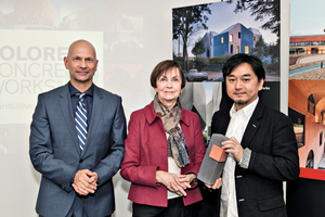 "<div class=""bildtext_en"">Winner Akihisa Hirata with Dr. Herlind Gundelach, Member of the German Parliament, and Jörg Hellwig, Head of Lanxess' Inorganic Pigments business unit (from right) </div>"