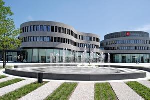 """<div class=""""bildtext_en"""">→ Front view of Leitz Park Wetzlar; architects: Gruber + Kleine – Kraneburg</div>"""