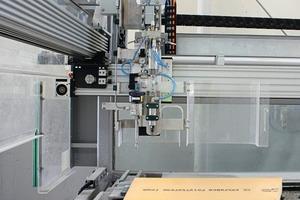 "<div class=""bildtext_en"">An automatic insulation material cutter processes the thermal ­insulation panels by means of a water-jet cutting systems and forms them into the shapes in accordance with the CAD data transmitted to the cutter</div>"