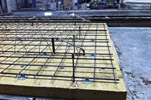 """<div class=""""bildtext_en"""">Installation of insulation (mineral wool boards) and reinforcement (into the core concrete)</div>"""
