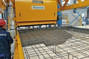 Pouring the concrete of the first solid wall element by means of the concrete spreader of Ebawe