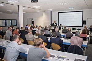 """<div class=""""bildtext"""">Die rund 40 internationalen Teilnehmer brachten in sechs Fachvorträgen und zahlreichen Diskussionsrunden ihre Anforderungen an die Schnittstelle ein</div>"""