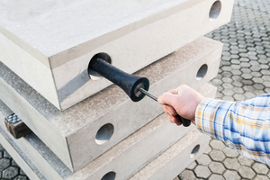 """<div class=""""bildtext_en"""">After the concrete has cured, the Jordahl Innogain JIG can easily be removed</div>"""