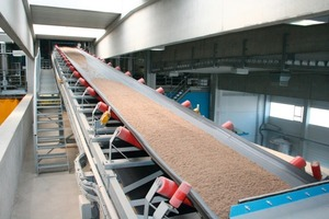 """<span class=""""bildunterschrift_hervorgehoben"""">Fig. 6 </span>The aggregates are carried to the mixing level via inclined belt conveyors.<br />"""