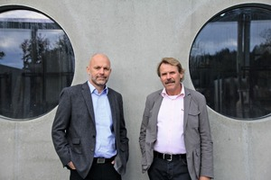 "<div class=""bildtext_en"">Owner Hermann Rudolph (right) and the new Managing Director, Rupert Knollmeier (left), in the factory yard </div>"