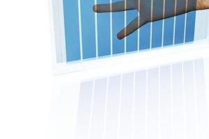 Die Kunststofffolie mit den Solarzellen ist flexibel, dünn und leicht<br />