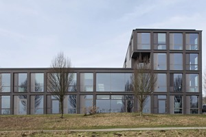 """<div class=""""bildtext_en"""">The Bochum Blue Office includes a two-story and a four-story building section </div>"""