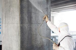 """<div class=""""bildunterschrift_en"""">Application of the deep hydrophobizing agent StoCryl HG 200 by airless spraying</div>"""