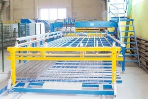 """<span class=""""bildunterschrift_hervorgehoben"""">Fig. 5</span> The mesh welding plant manufactures the reinforcement based on the CAD-CAM data and cuts it to the precise size required for a given element."""