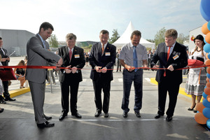 Cutting the Red Line (from left): Sergey Andreyev - Head of BASF in Russia and CIS, Dick Purchase - Vice President, Construction Chemicals Division, Tilman Krauch, Head of BASF division Construction Chemicals, Gennadiy Korotayev - Deputy of Head of Podolsk Region, Sergey Vetlov - Managing Director BASF Stroitelnye Sistemy