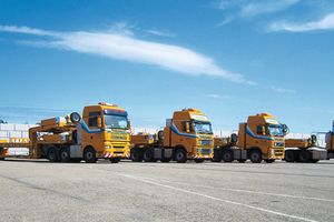 """<div class=""""bildtext_en"""">Four of the new MegaMAX low-bed semi-trailers standing in Prangl's yard</div>"""