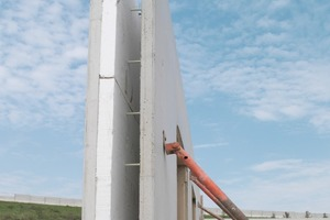 "<span class=""bildunterschrift_hervorgehoben"">Fig. 1</span> The Schöck ComBar thermal anchor is approved by DIBt for sandwich walls with internal insulation and optimizes the energy balance of precast concrete walls.<br />"