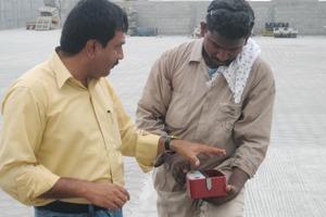 """<span class=""""bildunterschrift_hervorgehoben"""">Fig. 2</span> Technicians of FCP (Fujairah Concrete Products, U.A.E.) examine the practical system of bolted cores. <span class=""""bildunterschrift_hervorgehoben"""">Abb. 2</span> Techniker der Firma FCP (Fujairah concrete Products, V.A.E.) begutachten das System der praktischen Kernverschraubung.<br />"""
