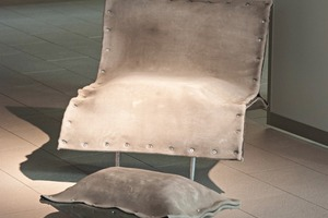 """<div class=""""bildtext_en"""">The """"Concrete Canvas"""" furniture is made of concrete, even though it doesn't look like it: its surfaces are covered with fabric</div>"""