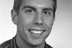 """<em>Dipl.-Inf. Knut Krenzer</em><br />Informatikstudium mit Nebenfach Psychologie an derFriedrich Schiller UniversitätJena<br />Schwerpunkte: Künstliche Intelligenz und Softwareentwicklung; 2005 bis 2007 Praktikum bei Veeco Metrology in Santa Barbara, Kalifornien; Diplomarbeit am Institut für Fertigteiltechnik und Fertigbau Weimar e.V.: """"Ein Verfahren zur Online Klassifikation anormaler Prozessdaten bei der Betonsteinfertigung"""", Abschluss: Diplominformatiker;<br />seit 06/07 Wissenschaftlicher Mitarbeiter am Institut für Fertigteiltechnik und Fertigbau Weimar e.V. (IFF Weimar e.V.) mit Schwerpunkt Partikelsimulation.<br /><span class=""""bildunterschrift_hervorgehoben"""">k.krenzer@iff-weimar.de</span><br />"""