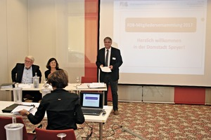 """<div class=""""bildtext_en"""">The Chairman of the FDB Dipl.-Ing. Christian Drössler welcomed the participants to the 2016 general meeting, wholooked forward to the reunion and to an exchange of thoughts</div>"""