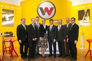 Face-to-face consulting and exciting discussions: the team of specialists of Wacker Neuson concrete solutions