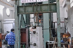 "<div class=""bildtext_en"">Testing of steel connectors at Tongji University Shanghai</div>"