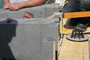 """<div class=""""bildtext_en"""">Roofers line the precast element with sheet metal and connect it to the roof drainage system</div>"""