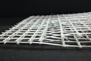 """<div class=""""bildtext_en"""">Die 3D biaxialen Bewehrungsgitter aus AR Glas oder Carbon verjüngen sichan beiden Enden, wodurch die Gitter überlappend zusammengefügt werden können</div>"""