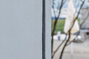 """<div class=""""bildtext"""">Die Fassadenplatten sind nur 5 cm dick, die Betondeckung ist 2,5 cm dick </div>"""