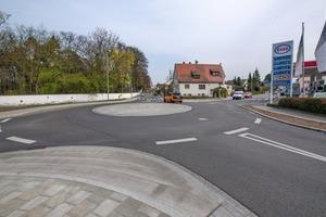 """<div class=""""bildtext"""">Der Kreisverkehr Ecke Sperbersloher Straße und Querstraße sorgt nun für besseren Verkehrsfluss und konnte ohne Abschnitte in die Gemarkung auf der Fläche der alten Kreuzung realisiert werden</div>"""