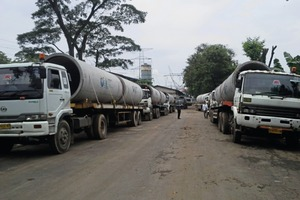 """<div class=""""bildtext_en"""">The products are delivered by convoy to Jakarta port Tanjung Priok then transportation to Sulewasi is made by barge and Philippines by boat</div>"""